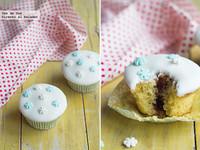 Cupcakes con mermelada de frutos rojos. Receta de Navidad