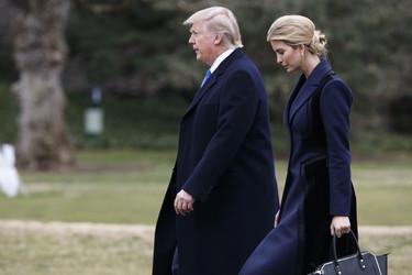 Ivanka Trump apuesta por el navy y el negro en su último look de trabajo (y se echa muchos años de más)