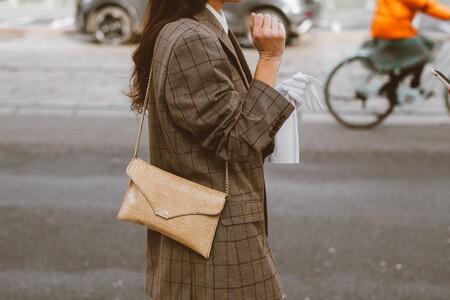 Bolsos de Guess rebajados hasta en un 40% de todas las formas y colores para lucir este verano: shoppers, bandoleras, mochilas...