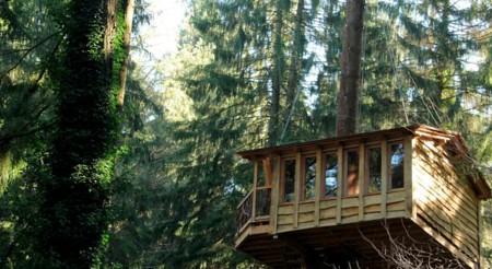 Nueve cabañas para dormir en los árboles en España (II)