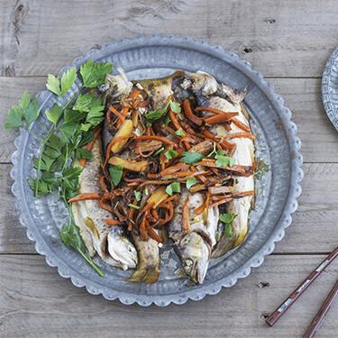 Receta de truchas al vapor al estilo asiático, una deliciosa fusión de sabores