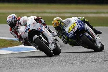 Stoner vence en casa acompañado de Rossi y Pedrosa. Lorenzo se fue al suelo en la primera curva