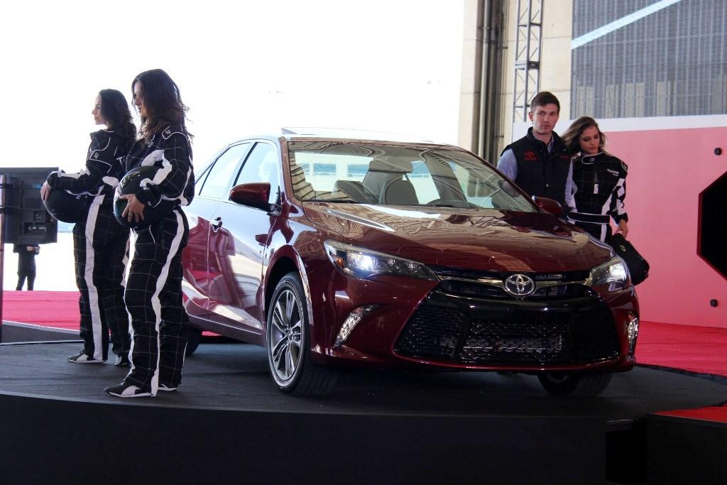 Toyota Camry 2015 23 25