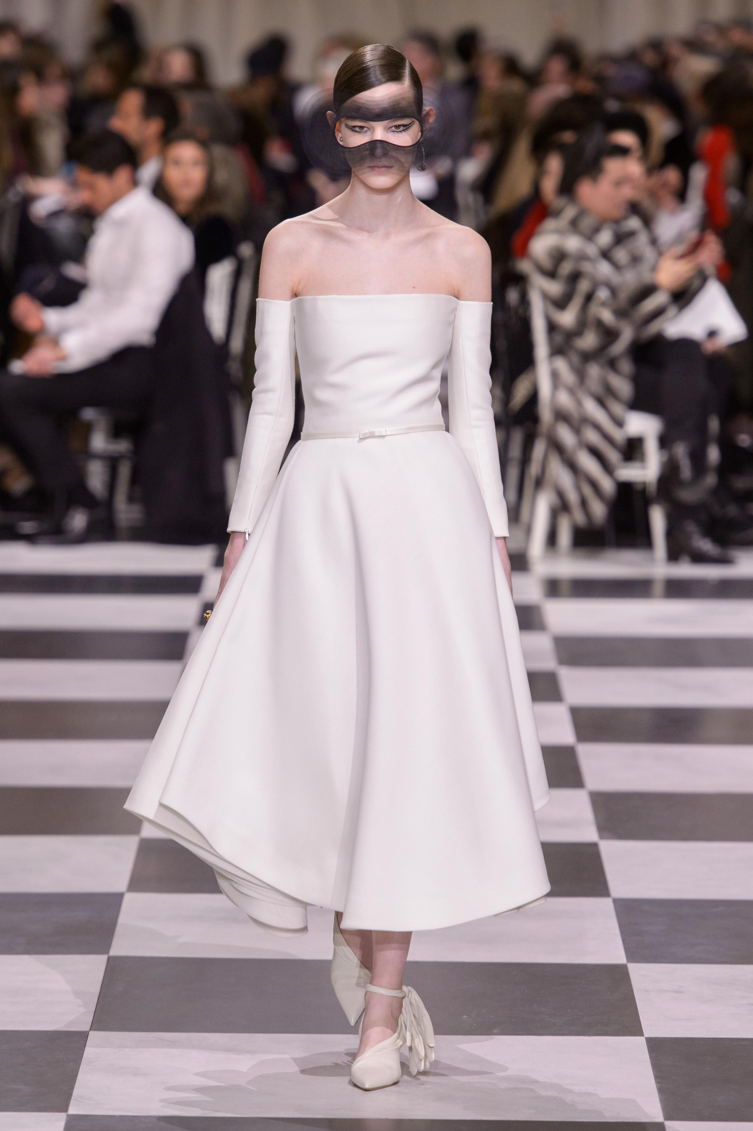 Foto de Dior Alta Costura: Maria Grazia Chiuri y su mágico desfile en blanco y negro Primavera-Verano 2018 (25/74)