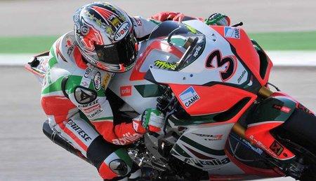 Superbikes San Marino 2010: Max Biaggi allana aún más el camino al título y gana la primera carrera