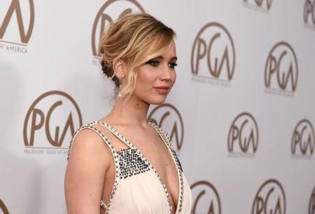 Jennifer Lawrence, una diosa vestida de Prada en los Premios PGA 2015