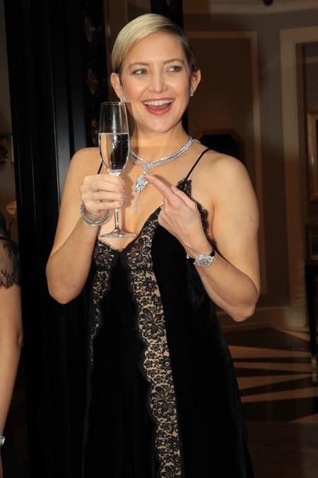Kate Hudson nos demuestra  cómo ser una premamá muy sexy con un vestido lencero