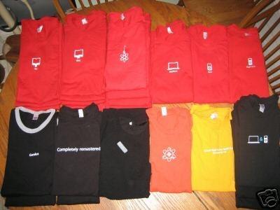 Se subastan en eBay 25 camisetas de empleados de Apple Stores