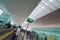 ¿Cómo llegar al aeropuerto de Barcelona durante la noche?