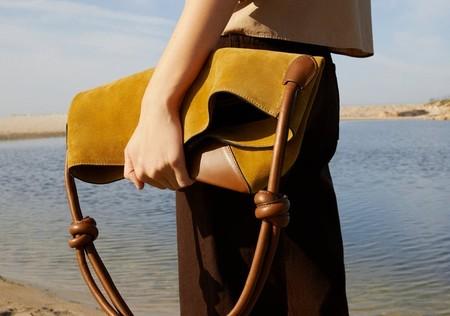 11 bolsos de piel de Zara que pueden ser tu salvación del verano