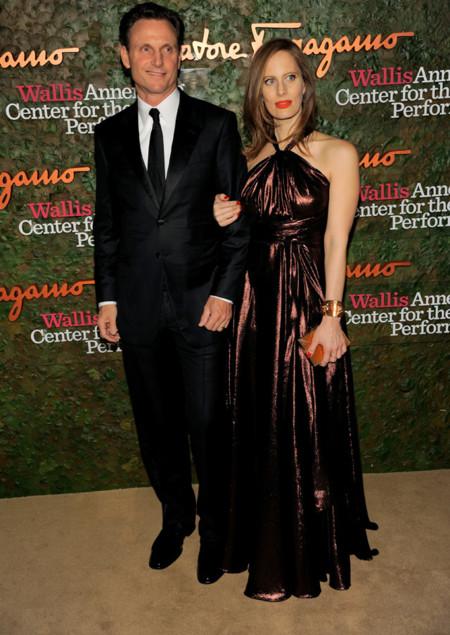 Liz Goldwin vestido lamé cobre oscuro en la Gala inaugural del Centro de Artes escénicas Willis Anneberg