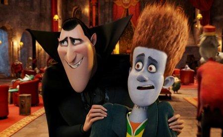 Drácula (voz de Adam Sandler en inglés, Santiago Segura en español) y Johnny (voz de Andy Samberg/Daniel Martinez)