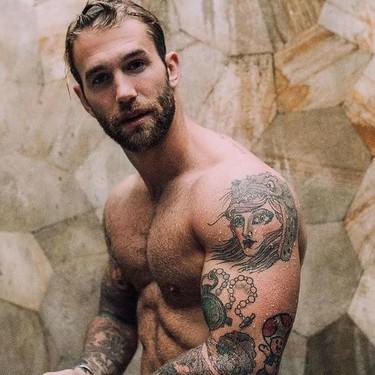 Si buscas inspiración para un nuevo tatuaje en los brazos, estos 11 hombres tatuados te darán nuevas ideas