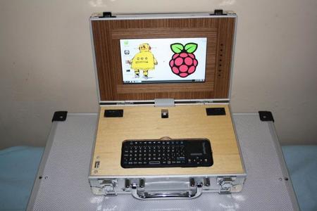 Un portátil con una Raspberry Pi