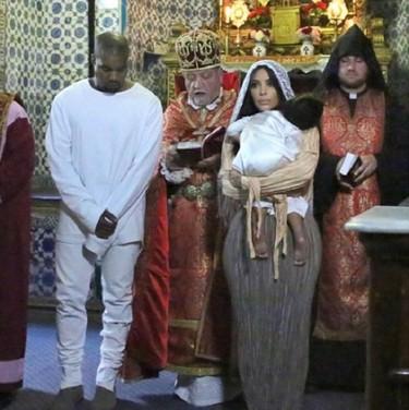 ¿Por qué Kanye West lleva un pantalón roto en un bautizo? Las 7 razones por las que no tienes que seguirle en eventos especiales