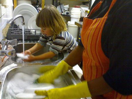 ¿Obligar a los niños a colaborar en casa? Es lo que pretende el anteproyecto de Ley de protección a la infancia