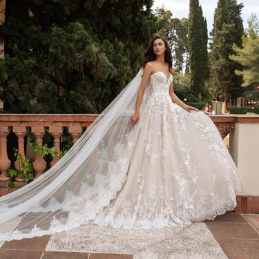 Pronovias reinterpreta su vestidos de novia más icónicos con esta espectacular colección 2020