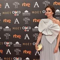 Ana Belén da la sorpresa de la noche con este vestidazo de Delpozo en los Goya 2017