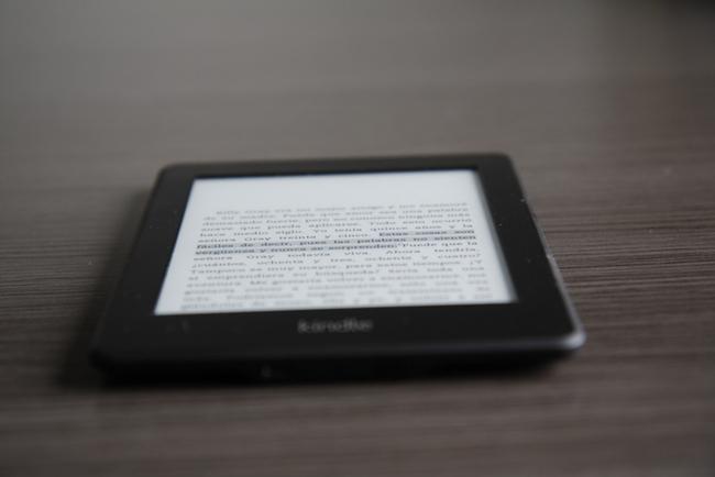 Kindle en la mesa