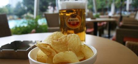 ¿Por qué dan botanas saladas cuando te sirven una cerveza?