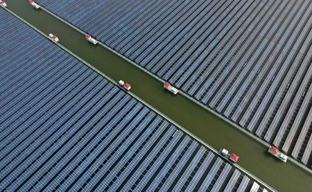 Sólo en 2018, China ha instalado la potencia equivalente a 10 centrales nucleares en energía solar