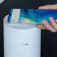 Adiós contraseñas, hola NFC: el nuevo router Huawei A2 te permite conectarte a la red WiFi acercando el móvil