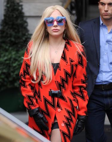 """Olvídate de las Converse para pasear por Londres, Lady Gaga prefiere tacones y abrigos """"sencillos"""""""