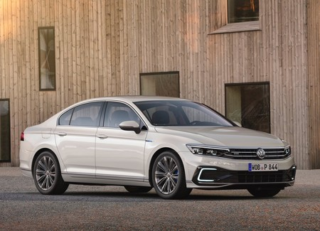 El Volkswagen Passat no ha terminado de dar batalla, todo indica que sí habrá nueva generación