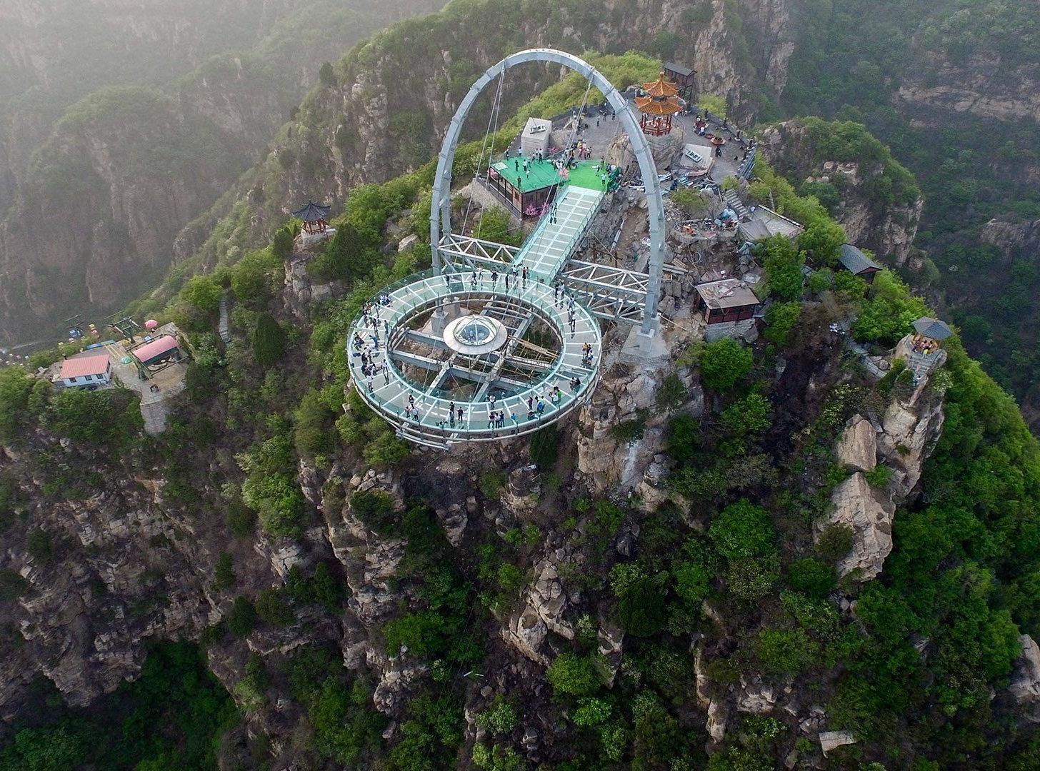 el mirador con suelo de cristal ms grande del mundo es oficial y se encuentra en china