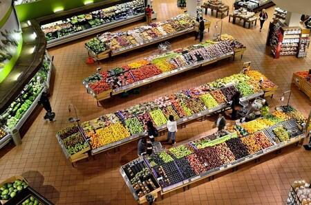 Los consumidores escogen alimentos más saludables cuando el diseño del supermercado promueve las frutas y verduras
