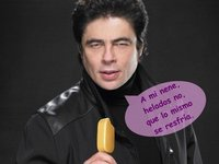 Benicio del Toro, pillín, guardando secretitos