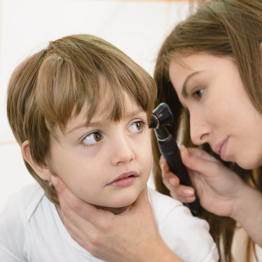 Siete claves para proteger los oídos de los niños y los bebés en invierno