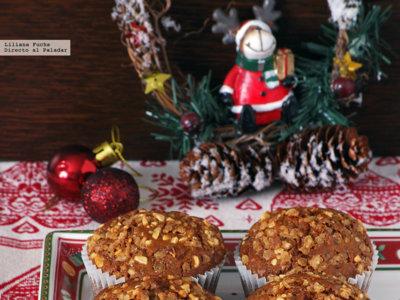 Muffins con mazapán, arándanos rojos y crocanti. Receta de Navidad
