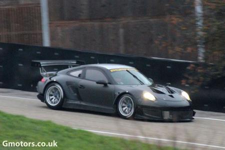 Se deja ver el nuevo Porsche 911 GT3 RSR en Weissach