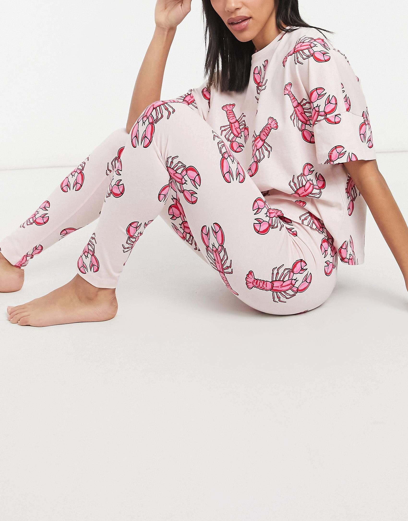 Pijama rosa y rojo de camiseta y leggings con estampado de langostas.