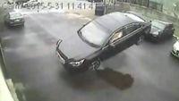 ¿Puede una confusión entre el pedal del acelerador y el del freno llevarte a 'aparcar' así?