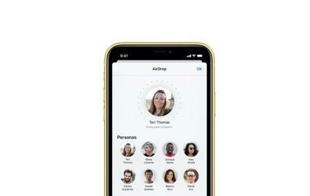 Con los iPhone 11 sólo hay que apuntar hacia otro iPhone para que AirDrop sepa con qué dispositivo conectarse