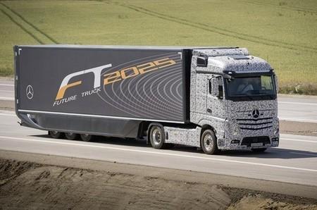 Los camiones de Mercedes-Benz conducirán de forma autónoma en 2025