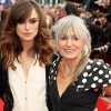 04_Keira-Knightley-y-su-madre-Sharman.jpg