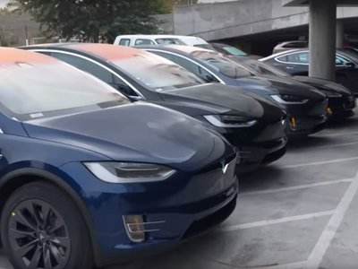 ¿Están estos Tesla Model 3, Model S y Model X 'abandonados' en un parking por ser defectuosos?