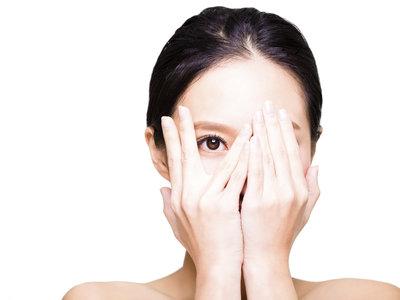 Siete trucos rápidos para cuidarte el rostro (sin dejarte la piel ni el presupuesto)