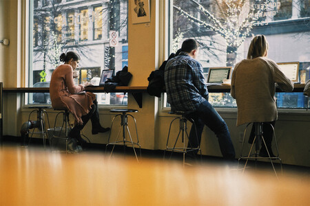 Quedarte en casa y no poder ir a cafeterías o a bares está matando tu creatividad