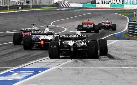 Alonso y Heidfeld se quejan de acabar esquivando coches