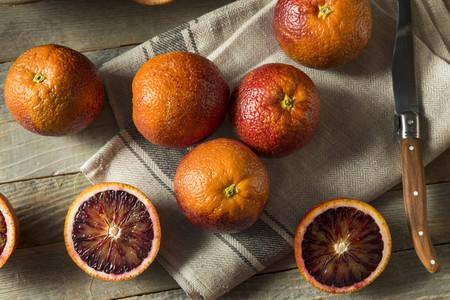 Cinco recetas para sacarle el jugo a la efímera (y exquisita) naranja sanguina, un alimento de temporada algo olvidado