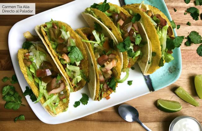 tacos veganos con soja texturizada y guacamole