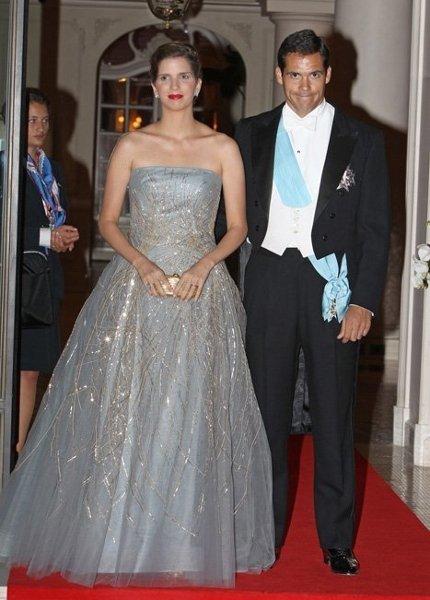 El vestido gris y los labios rojos de Margarita Vargas en Mónaco, ¿qué os parecen?
