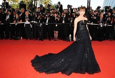 Elsa Pataky deslumbra en Cannes mientras defiende al Capitán Trueno