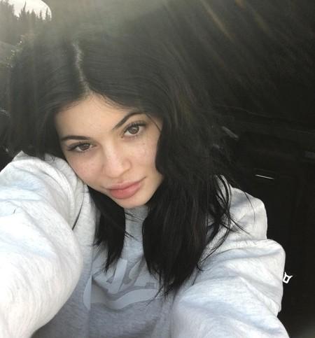 Así sacan las celebrities sus pecas a relucir en sus selfies más naturales