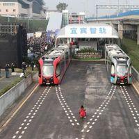 Este tren chino no tiene conductor, pero tampoco raíles: es autónomo, y circula sobre raíles virtuales
