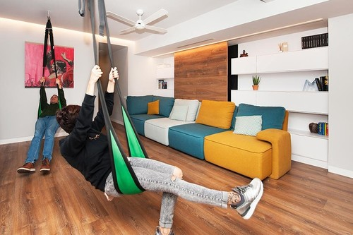 De local industrial a vivienda familiar con sistemas inteligentes en domótica y minimalismo compatible con alto almacenaje